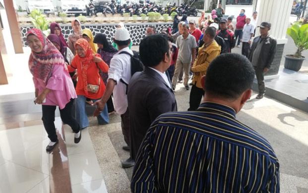 120 Sukabumi Residents Demand President Jokowi Rp1