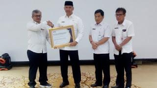 Walikota Jambi Fasha Diberikanb Penghargaan SPIP Maturitas Level 3 dari BPKP