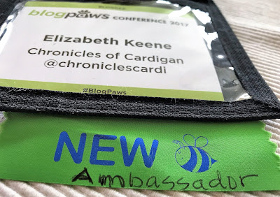 "BlogPaws name badge newbie (new ""picture of a bee"") ribbon"