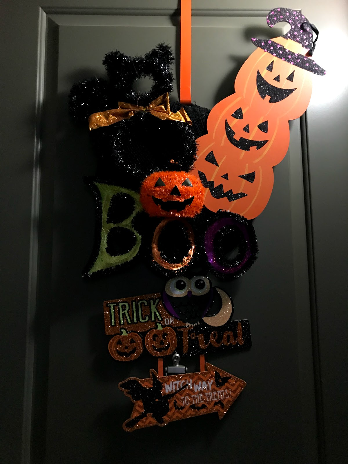 Image: Halloween wreath decorations seen first on Bits and Babbles blog.