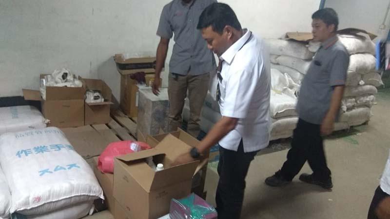 Polisi Gerebek Gudang Masker dan Hand Sanitizer, 3 Orang Ditangkap