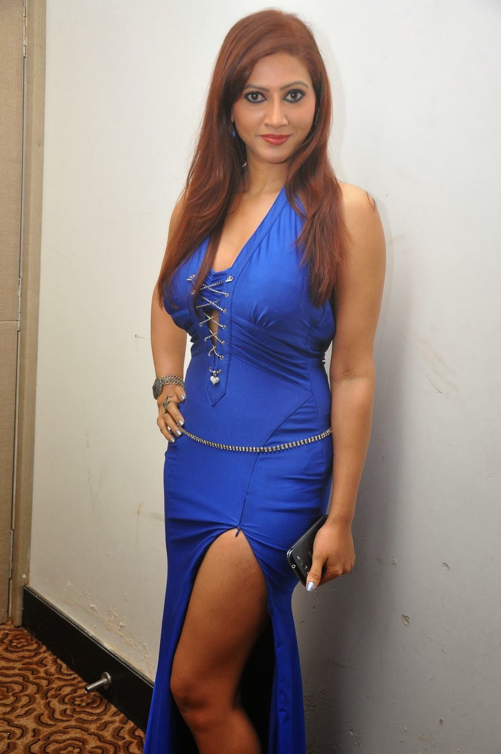 Actress Rishika Expose Cleavage Thunder Thigh In Fashion