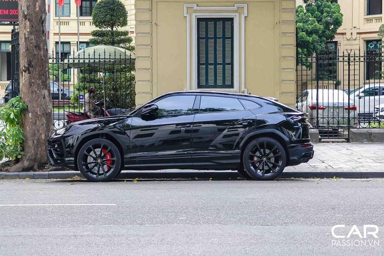 Siêu SUV Lamborghini Urus màu độc, hơn 20 tỷ tại Hà thành