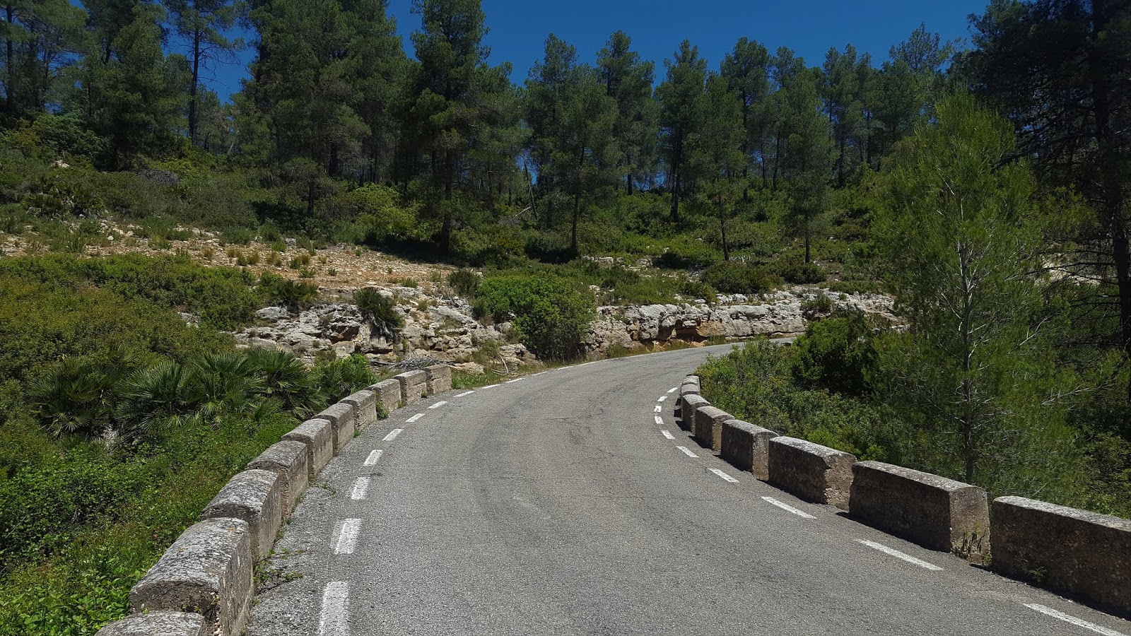 Bends near the top of Casas de Benalí, Valencia, Spain