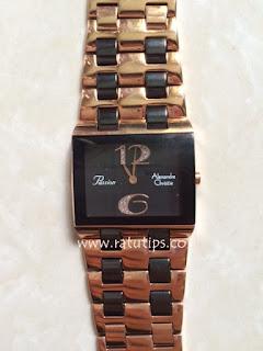 agar Anda tidak tertipu dengan penjual yang tidak jujur, Anda harus tahu beberapa tips dan cara membedakan mana jam tangan asli dengan jam tangan palsu atau kw