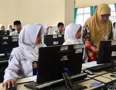 Contoh Soal Menulis Teks Singkat Sesuai dengan Konteks - UNBK SMP 2020