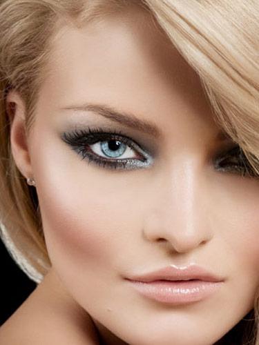 Muitas gringas se destacam na maquiagens de uma forma surpreendente e terminam nos inspirando a fazer a make igual a delas. Mas isso é porque as makes são super maravilhosas e são ótimas para qualquer ocasião. Separei 5 opções incríveis para você se inspirar.