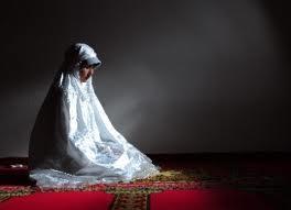 muslimah sholat sendirian