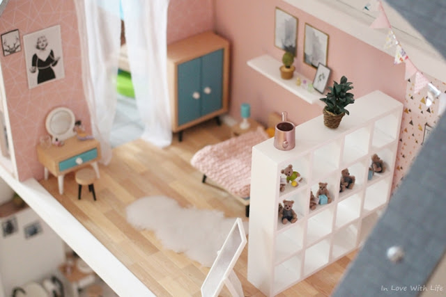 Puppenhaus renovieren DIY vorher nachher Schlafzimmer