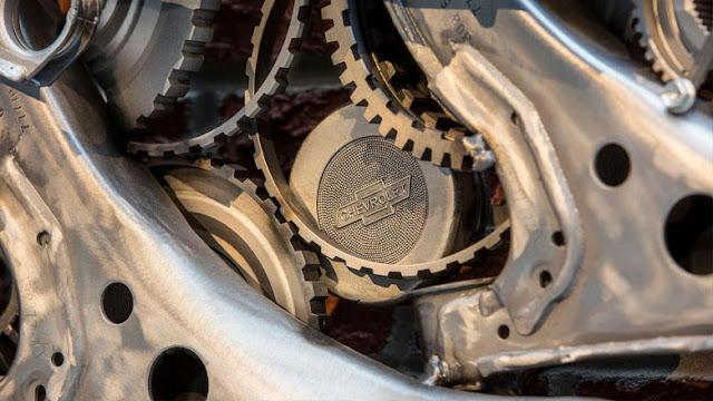 Chevrolet-escultura-escudo-equipo-Hockey-Detroid-Red-Wings-nuevo-estadio