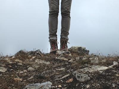 Bahaya Menggunakan Celana Jeans saat Mendaki