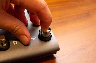 PFL-1000 は取り付けた状態でも指先でスイッチを操作可能