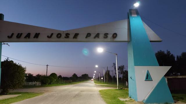 Colocación de luminarias led en el acceso principal de Juan José Paso