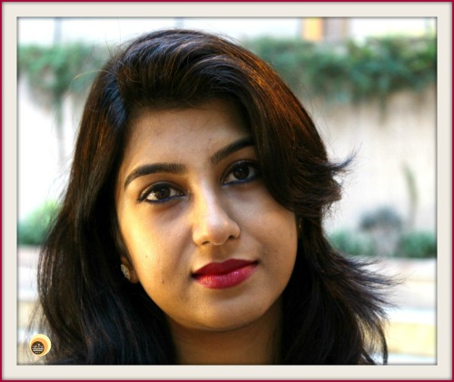 Anamika Chattopadhyaya wearing Colorbar 002 Honey Glaze BB cream with Maybelline Peach O Puff Face Powder, NBAM Blog, Beauty Blogger