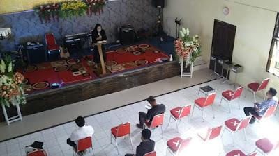 Jemaat GPdI Filadelfia Pineleng Berlakukan Ibadah di Gereja Dengan Kehadiran 25 Persen