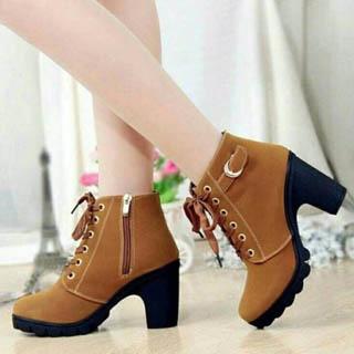 High heels model sepatu chunky untuk wanita berkaki besar