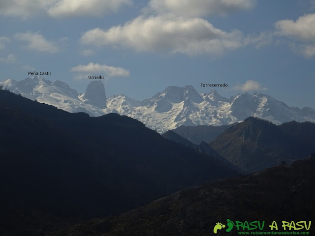 Ruta a la Pica de Peñamellera: Vista del Macizo Central de Picos de Europa