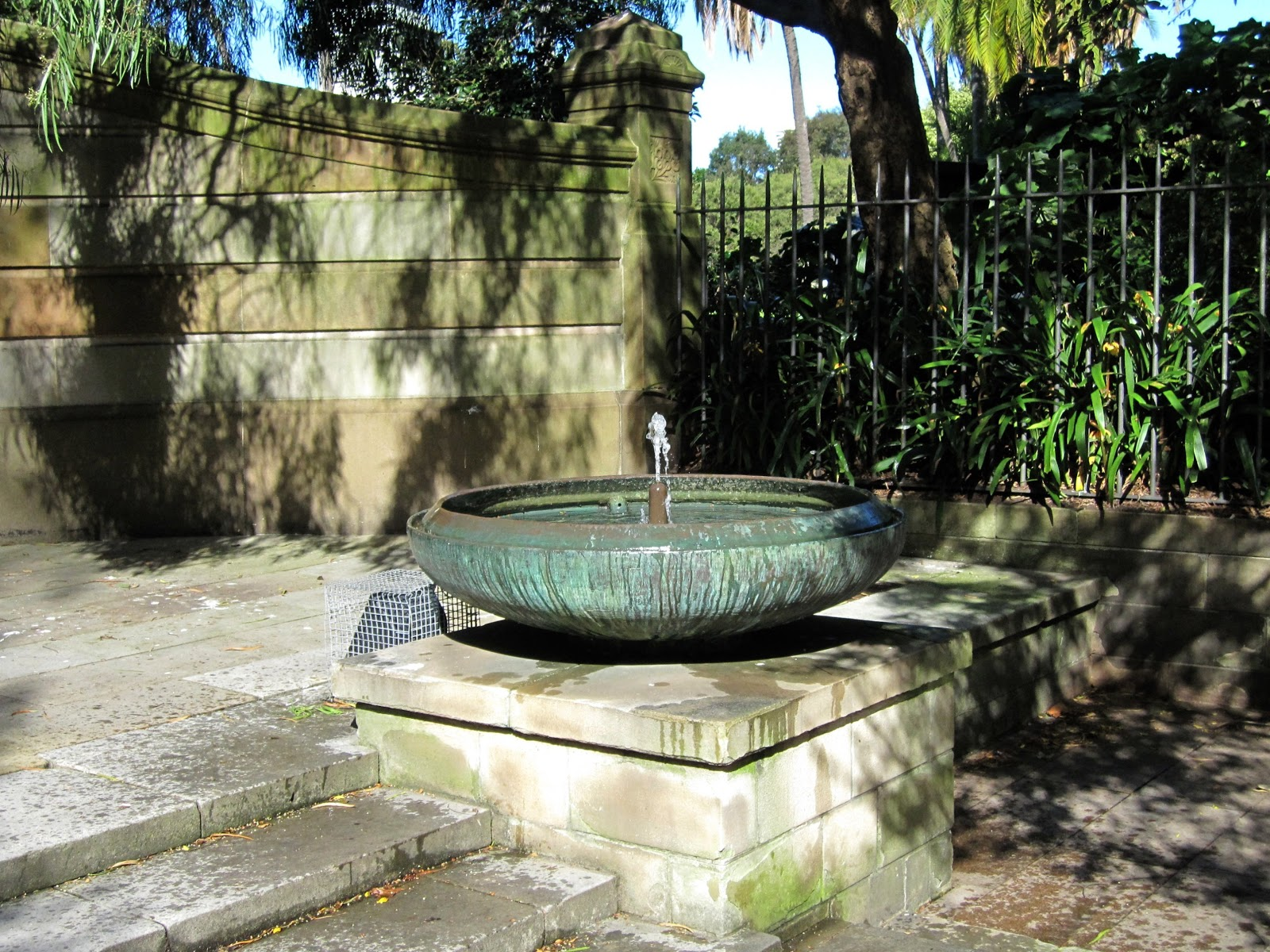 Sydney city and suburbs botanic gardens fountain for Garden waterfall fountain