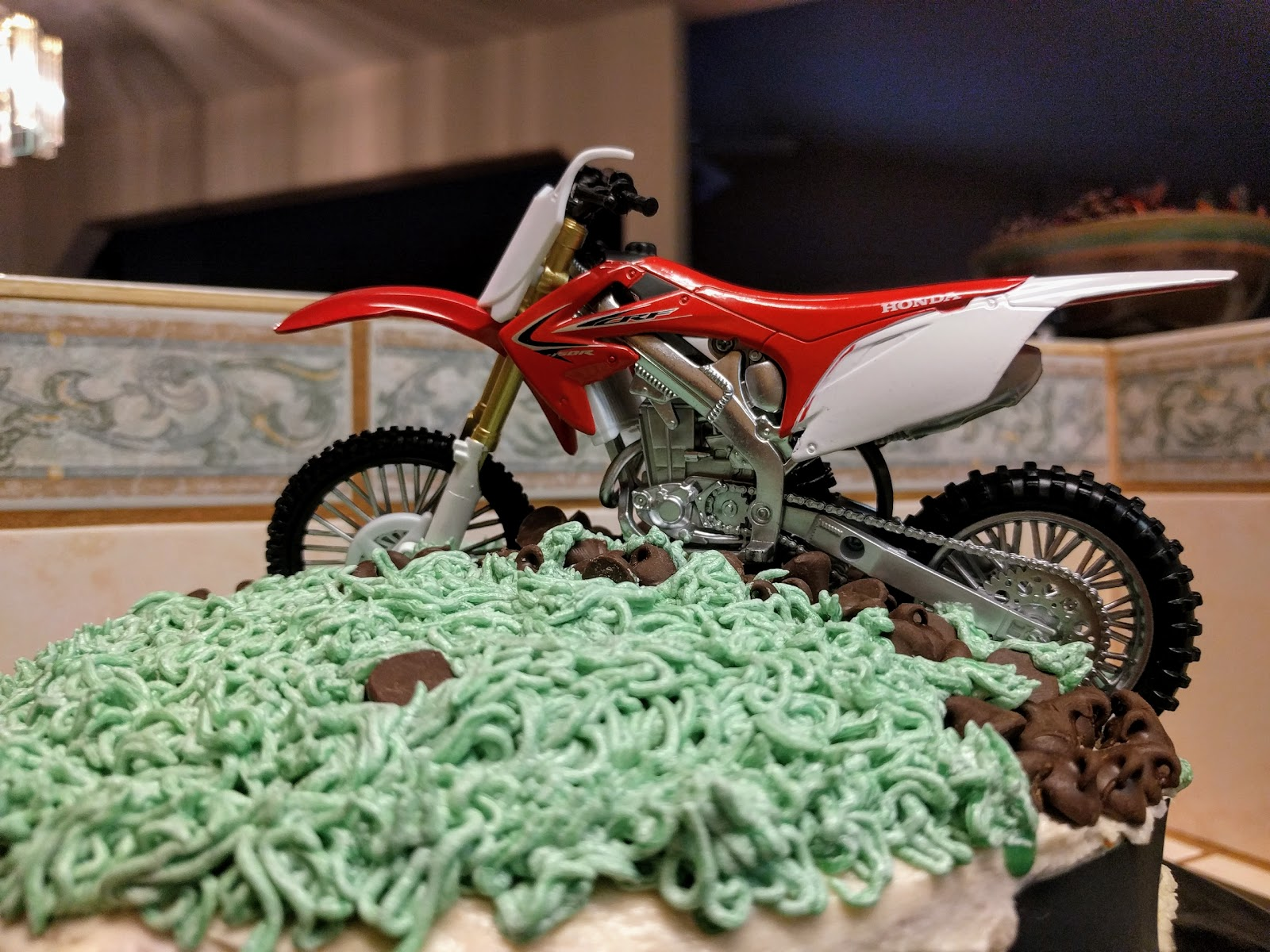 motorcycle on a cake