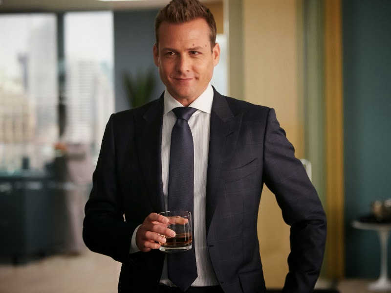 Look de Harvey Specter en temporada cuatro