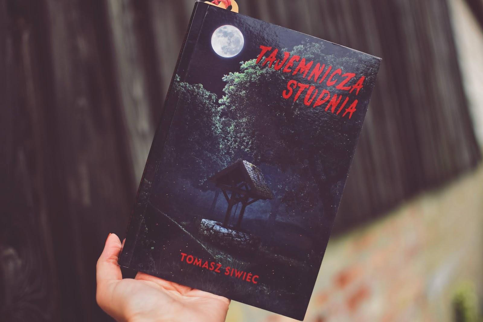 młodzież, horror, TajemniczaStudnia, TomaszSiwiec, opowiadanie, recenzja, fantasy, zjawa,