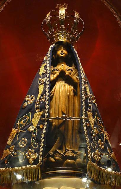 Nossa Senhora Aparecida, réplica na Basílica velha