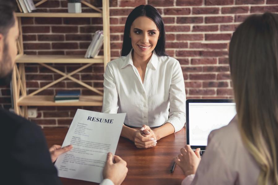 Pesquisa do CIEE aponta queda no salário de estagiários