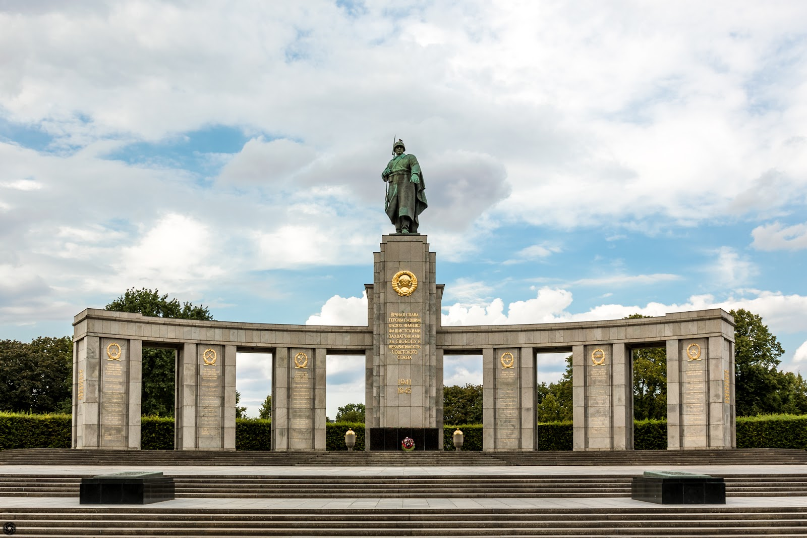 War memorial :: HDR 3 x Canon EOS5D MkIII ISO100 | Canon24-105 @28mm | f/9.0 | 1/40s 1/160s 1/640s