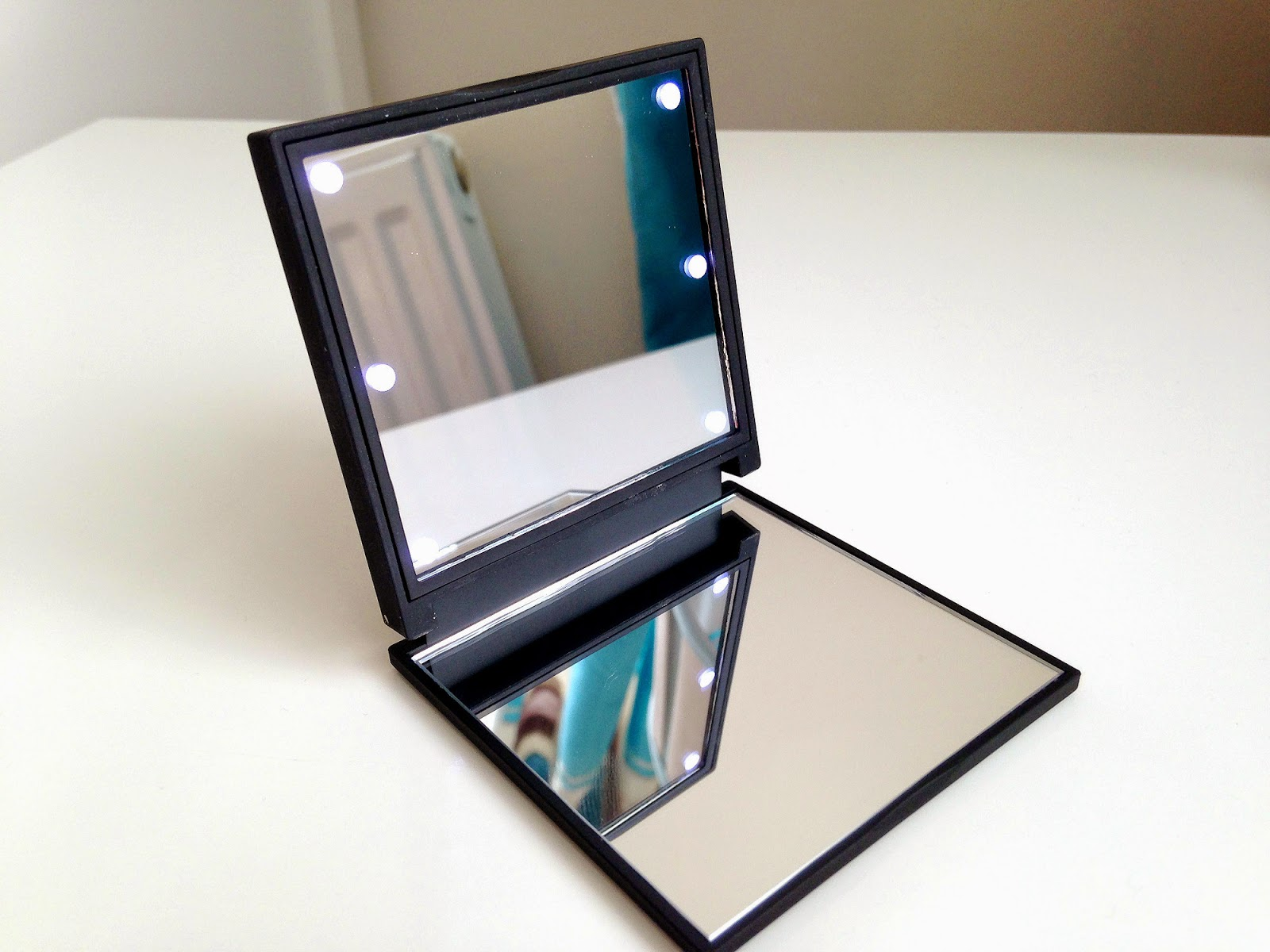 Flo Accessories Celebrity LED Mirror