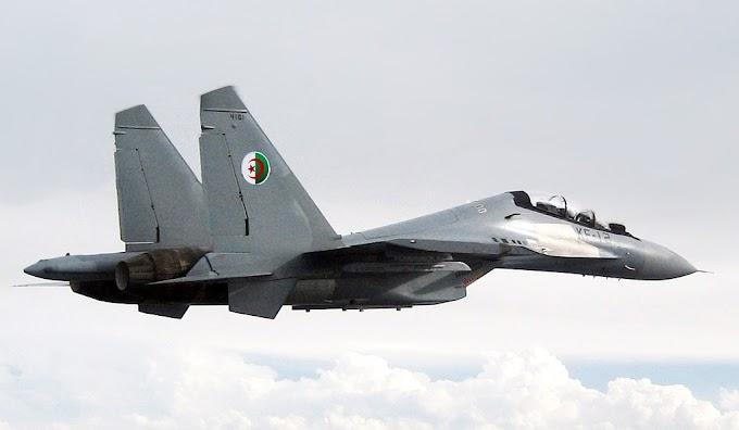 La Fuerza Aérea Argelina recibe 16 cazas rusos Sukhoi Su-30MKA y aumenta su flota militar a 58 aeronaves.