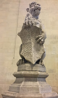 Pic of Lion statue at bottom of stairs in Westminster Hall
