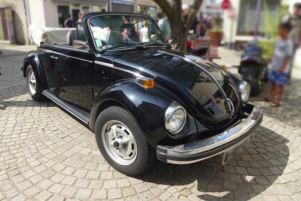 rassemblement voitures vintages Coccinelle volkswagen décapotable à Clisson
