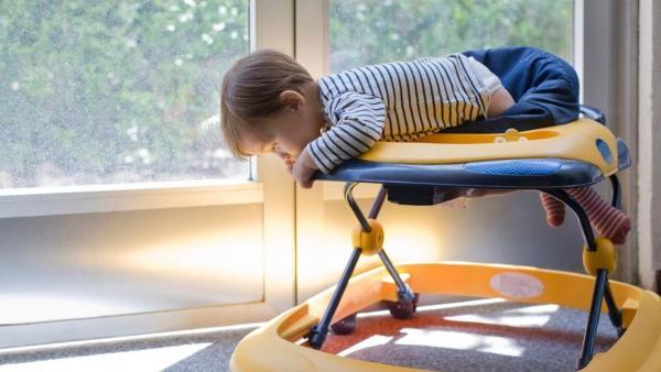 Pikirkan Ulang Sebelum Memakai Baby Walker Untuk Anak, 5 Bahaya Ini Bisa Mengintai
