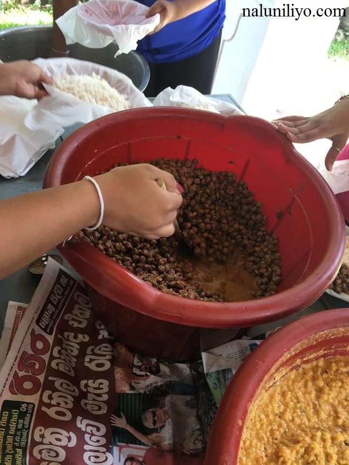 Piumi Hansamali Nipuni Wilson arrange food