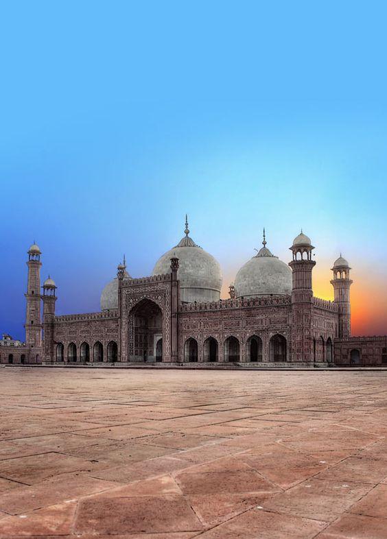 Market Order - The Badshahi Masjid Lahore Pakistan