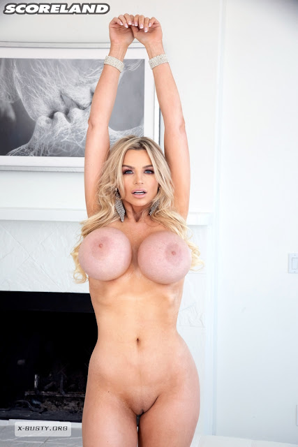 Katy Ann perfect sexy naked figure