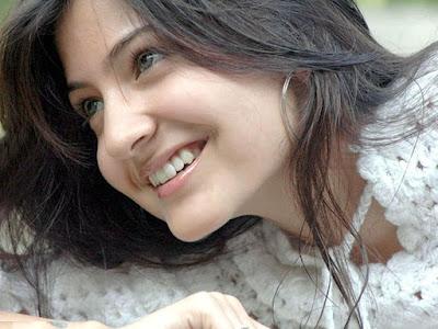 Anushka Sharma 4k  smile  image