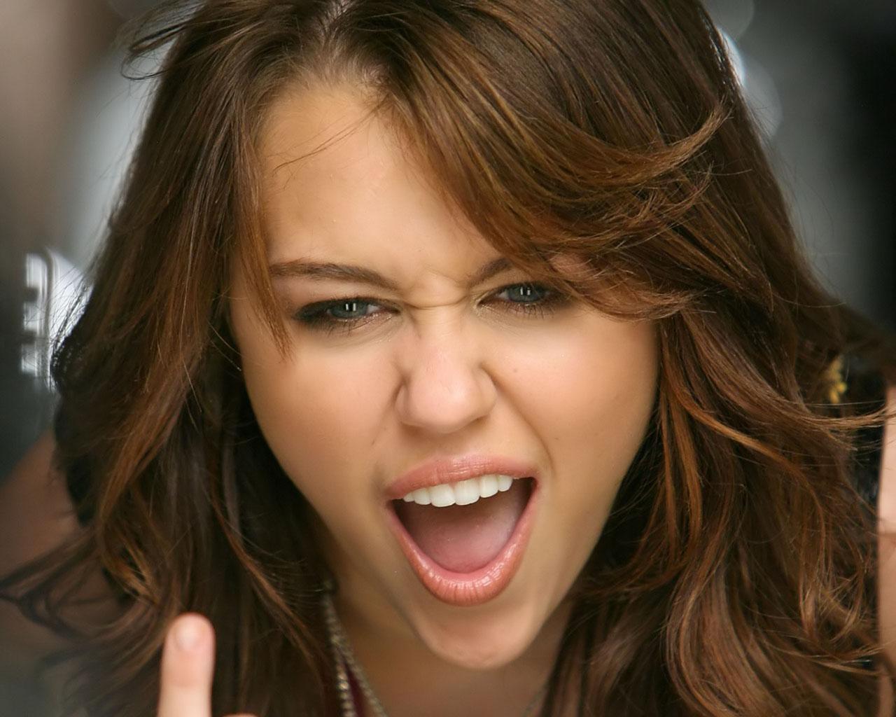 Miley Cyrus: Carroll Bryant: Hollywood Crush #1 Miley Cyrus