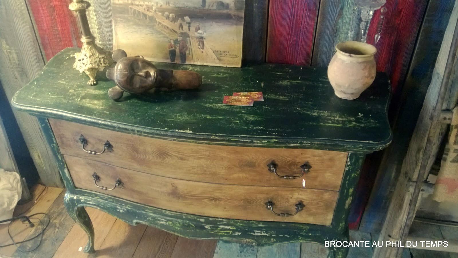 Brocante d coration un nouveau monde commode peinte patin e et bois naturel for Peinture patinee
