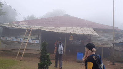 Warung di Puncak Gunung Sanggabuana