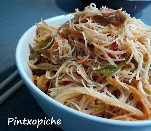 fideos de arroz, thai, salsa, verduras, sin gluten