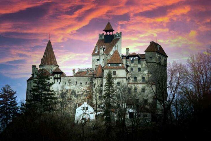 El castillo de Drácula en Transilvania ofrece vacunas contra el Covid a los visitantes