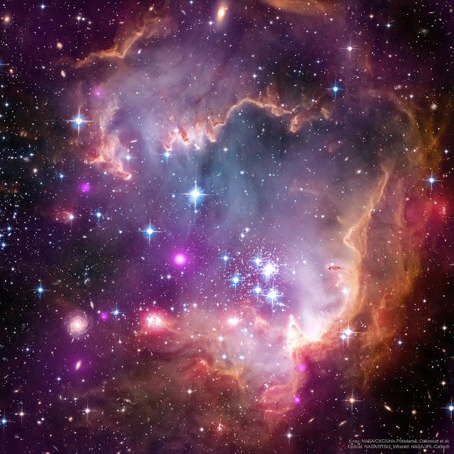 NGC 602 và xa hơn nữa. Hình ảnh: Tia X: Chandra: NASA/CXC/Univ.Potsdam/L.Oskinova et al; Quang học: Hubble: NASA/STScI; Hồng ngoại: Spitzer: NASA/JPL-Caltech.