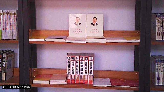 Livros 'vermelhos' para os fiéis lerem em biblioteca de 'igreja' protestante em Zhengzhou
