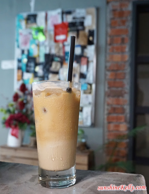 Iced Latte, coffee, latte, The Bloom, The Bloom Café, Bandar Puteri, Puchong, Cafe in Puchong,
