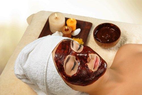 Masque de chocolat et de miel pour hydrater la peau du visage
