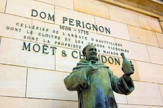 Dom perignon statua