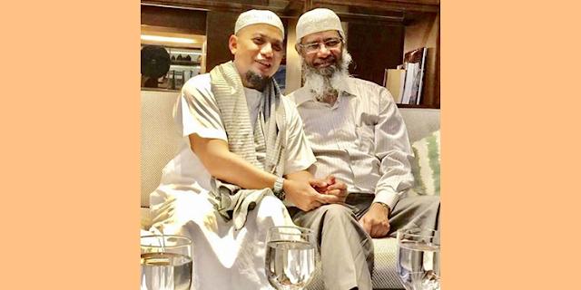 Dr. Zakir Naik Safari Dakwah Ke Sejumlah Pesantren dan Universitas Islam di Indonesia