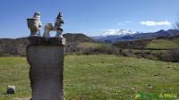 Monolito en homenaje a los pastores en Los Payares, Cangas de Onís