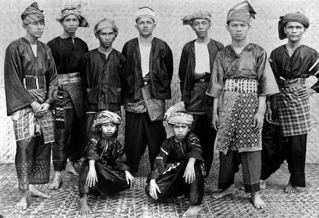 pakaian laki-laki minangkabau